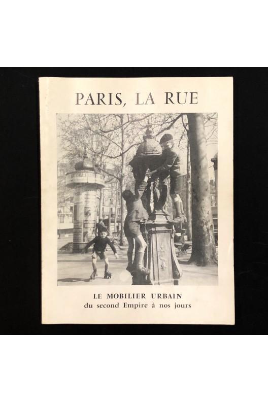 Paris, la rue. Le mobilier urbain.